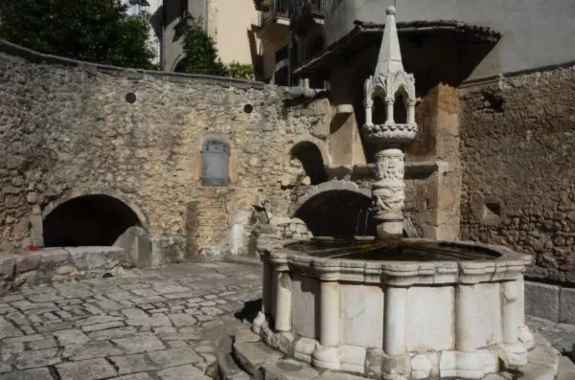 Fountain of Tolerance in Italian village of Fontecchio, offers the opportunity to become a human alien hybrid, via ingestion of meteorite-infused water.
