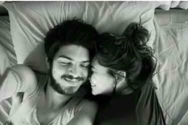كنت بكامل ثباتي وفي اللحظة التي أنت ابتسمت فيها انهزمت بكل حُب
