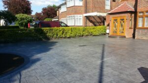 Platinum Grey Grand Ashlar Printed Concrete Driveway with Charcoal Borders
