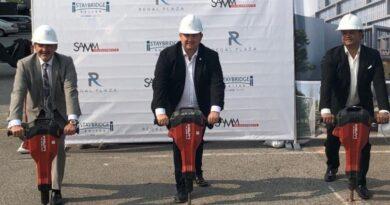 Akman Holding Kanada Toronto'da Regal Plaza projesine başladı