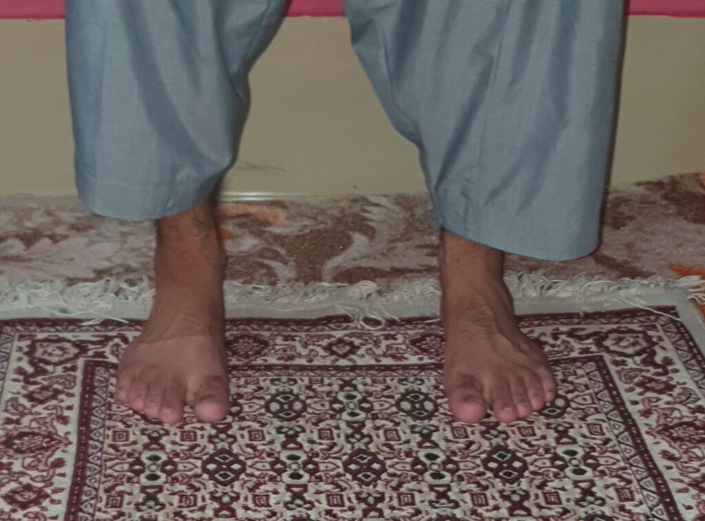 Salat  A picture showing feet in moderate position, not too far nor too close.
