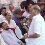 Live From Hote Grand Hayat : महाराष्ट्रातील सत्ता संघर्ष : शक्ती प्रदर्शन , महाविकास आघाडीची जाहीर ओळख परेड , एकत्र राहण्याची दिली शपथ