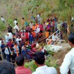 अस्थी विसर्जनावरून परतणाऱ्या वाहनाला भीषण अपघात, ८ ठार १६ जखमी , दोन किलोमीटरवर आले होते गाव ….