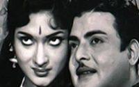 Mayakkama Kalakkama Lyrics - Sumaithaangi