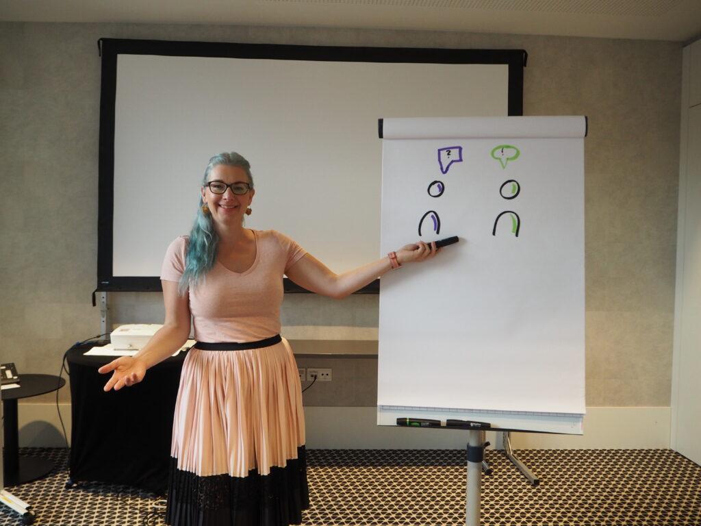 Dr. Claudia Langosch im Seminarraum