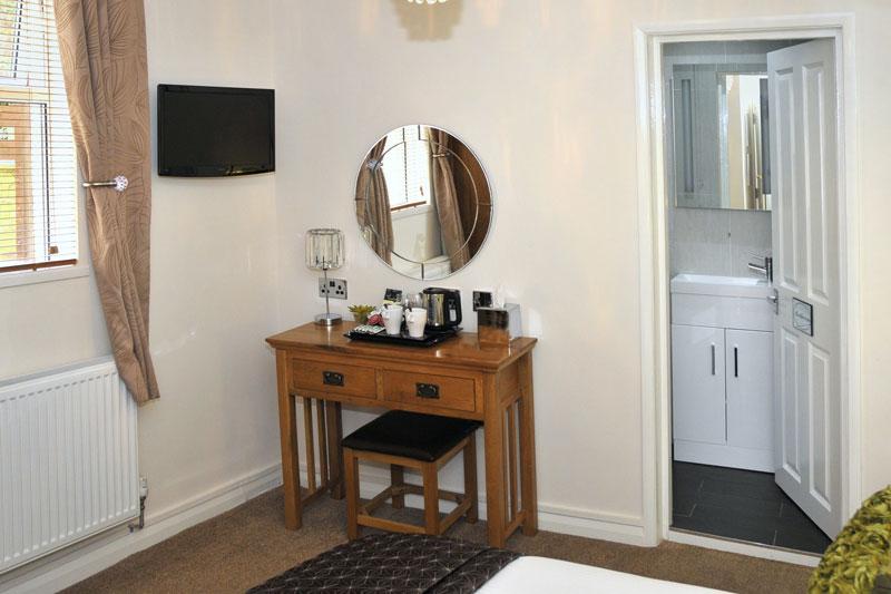 Single and double en suite bathrooms