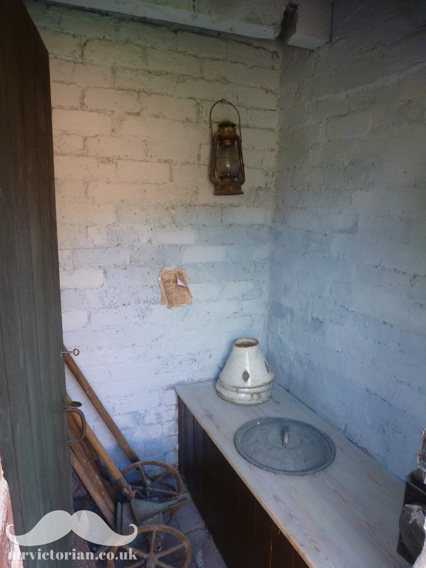 Victorian house tour distempered privy or outside toilet. Visit www.mrvictorian.co.uk