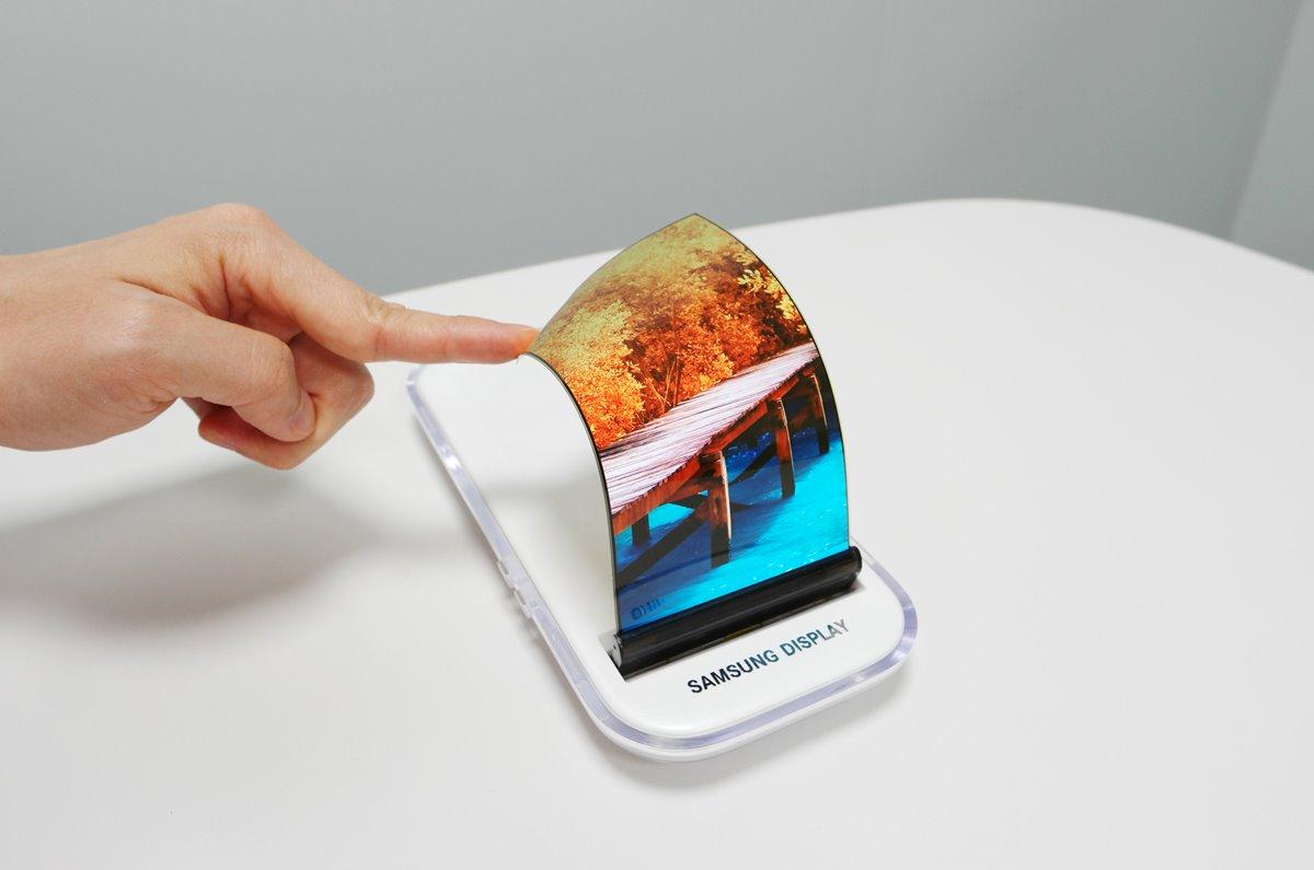صورة في جالاكسي X الشاشة مرنة وأيضاً البطارية