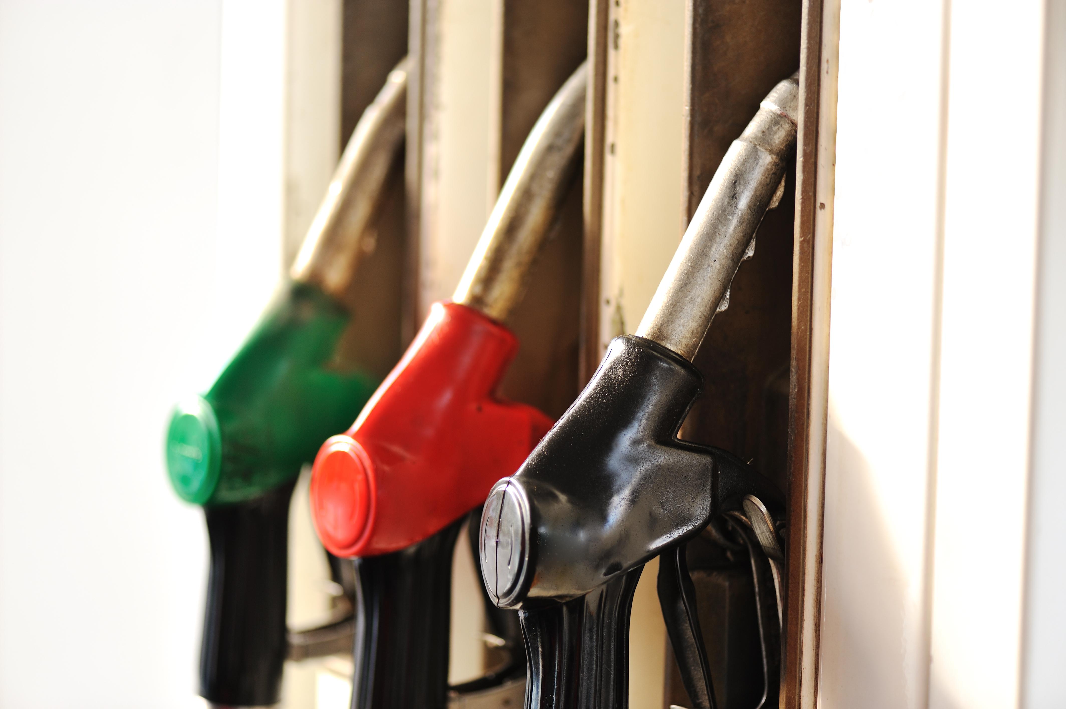 صورة الهاكرز يسرقون اكثر من 2000 لتر من البنزين