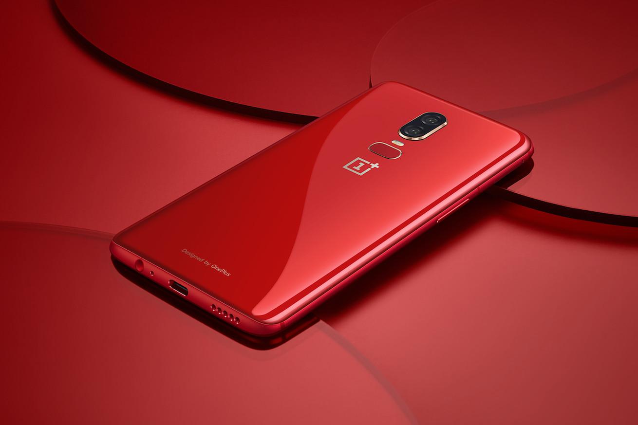 صورة قريبا OnePlus 6 بلون أحمر جدا