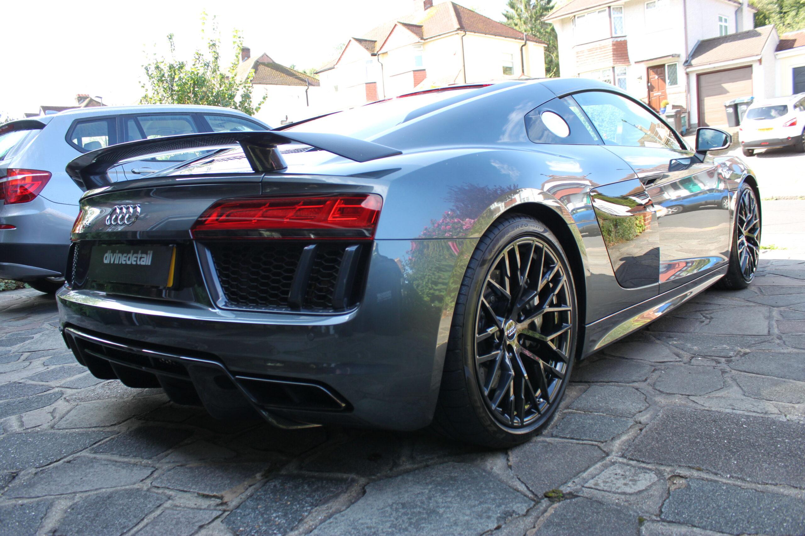 Audi R8 V10 +