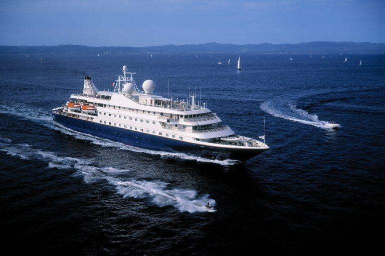 cruise-ship-1111541_1920