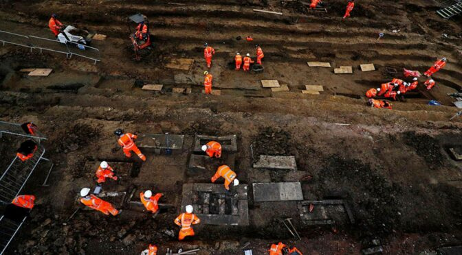 60,000 skeletons buried in a green area of London have been excavated
