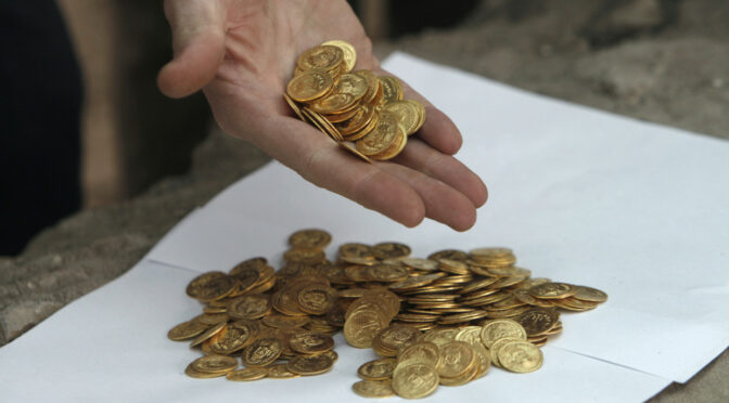 Luckiest man in India? Lottery winner unearths pot of 2,500 antique coins