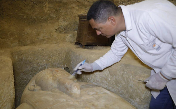 Egyptian archaeologists unveil ancient tombs, 2,500-year-old artifacts