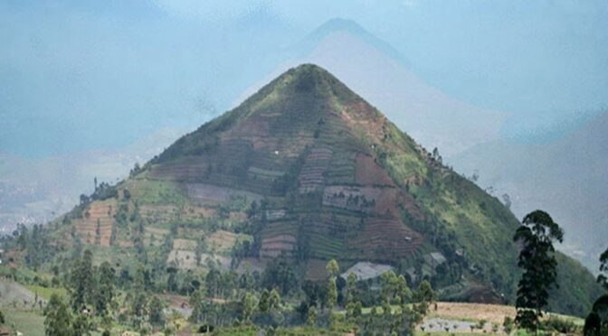 A 28,000-year mysterious pyramid is discovered at the top of Mount Padang, in west java Indonesia