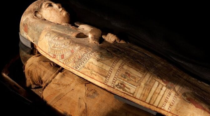 Archaeologist Discover Paintings of Goddess in 3,000 year old mummy's coffin