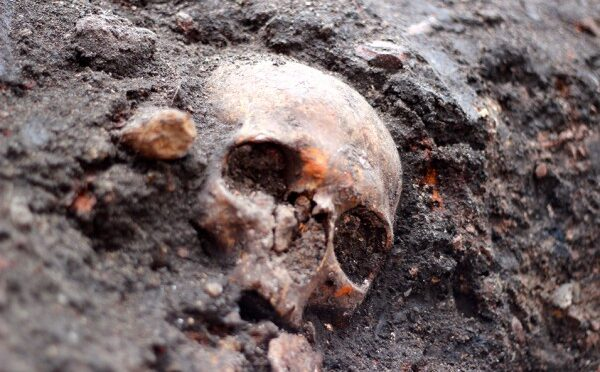 3,000 Skeletons Found During London Railway Construction