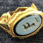 A 1,800-year-old Roman signet ring engraved with the goddess of Victory Found in a field in Somerset.