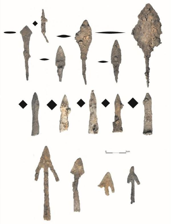 In the area around the fortified settlement the archaeologists found more than 200 arrowheads and bolts.