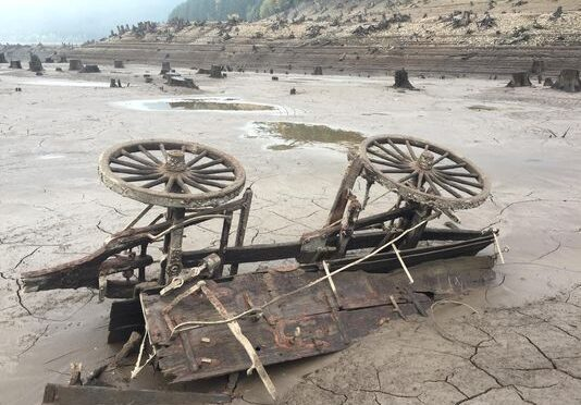 19th-century wagon discovered at Detroit Lake when it was at its lowest level in 46 years