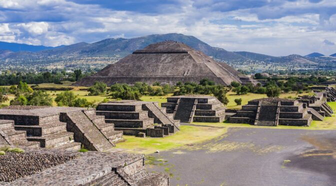 """The Forgotten Culture That Built America's """"Pyramids"""" of Dirt"""