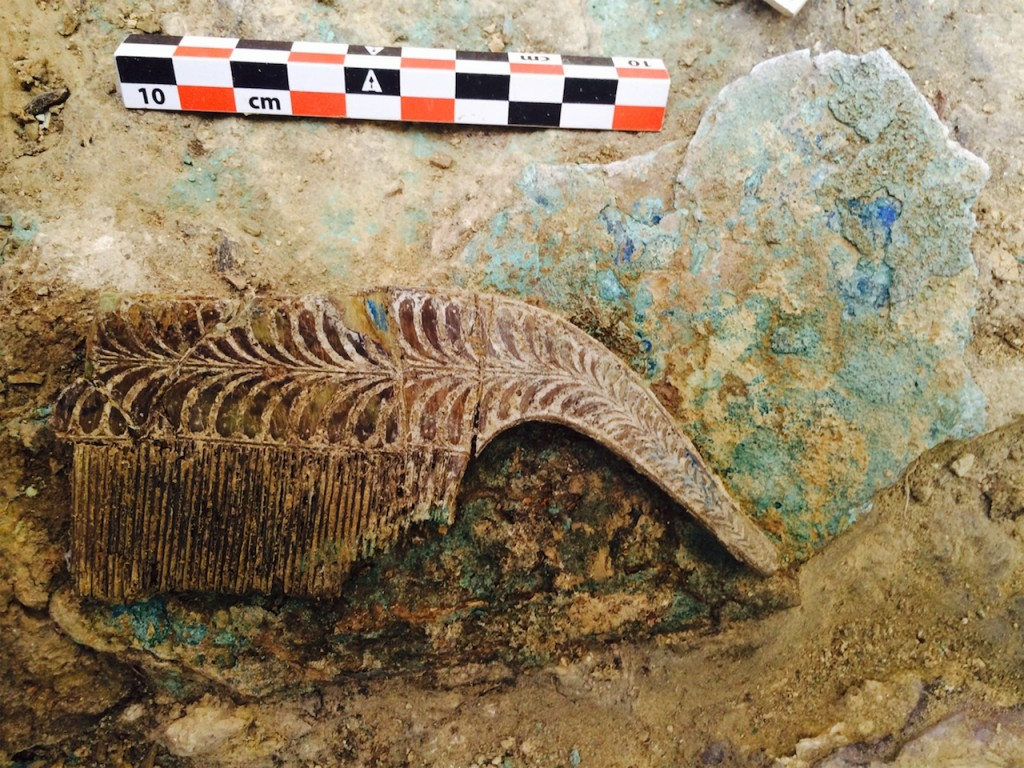 """Archaeologists Discover 3,500-Year-Old """"Griffin Warrior"""" Tomb Full of Treasures"""