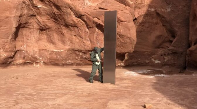 Metal monolith found by a helicopter crew in Utah desert