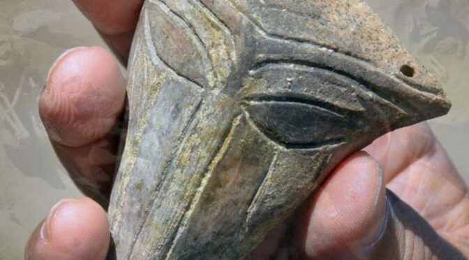 """An Ancient Mask With An """"Alien Face"""" Dug Up In Bulgaria"""