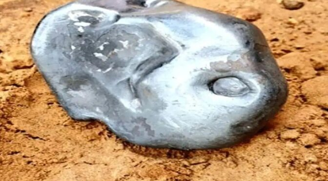 This bright metallic meteorite crashed in India, and it looks pretty cool