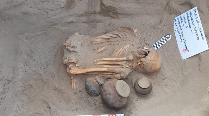 An unusual pre-Hispanic chimú burial was discovered in Peru