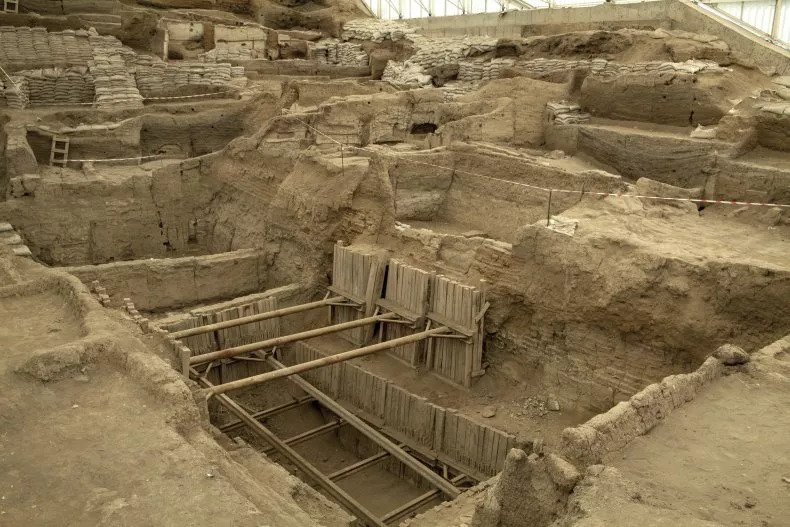 Hundreds of Skeletons Unearthed at World's Oldest City Show How Violence and Disease Ravaged Civilization