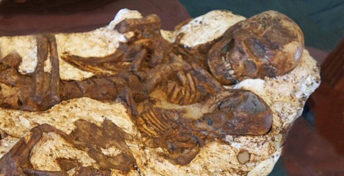 Mother Found Still Cradling Baby After 4800 Years
