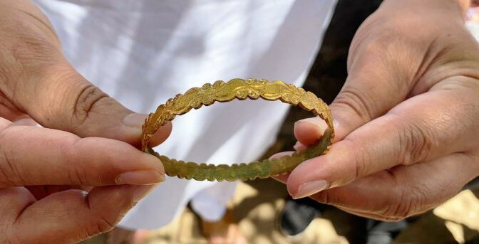 17th-Century Gold Bracelet Unearthed in India