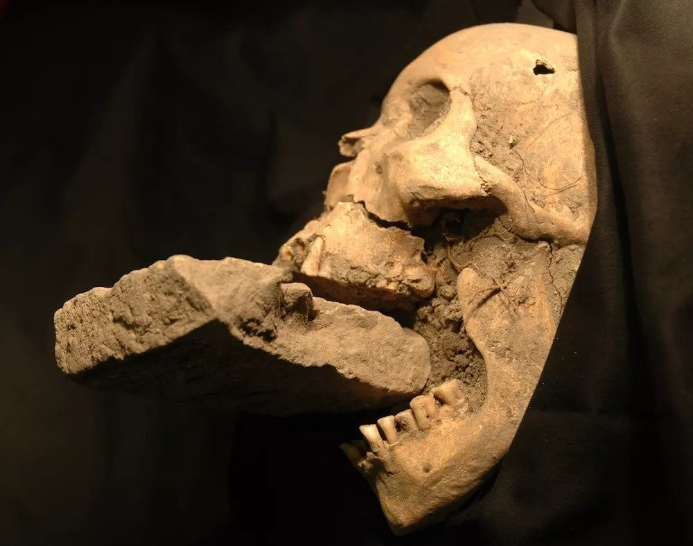 'Vampire' discovered in a mass grave