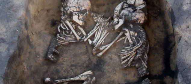 Till death do us part! 3500-year-old tombs with hand-holding couples found