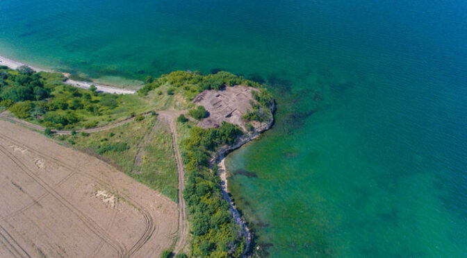 Archaeologists have uncovered the foundations of a wall enclosing an area of 1000 square metres off Cape Chiroza on Bulgaria's southern Black Sea coast, as well as the foundations of a large massive two-part tower located in the highest and protruding part of the cape in the sea.