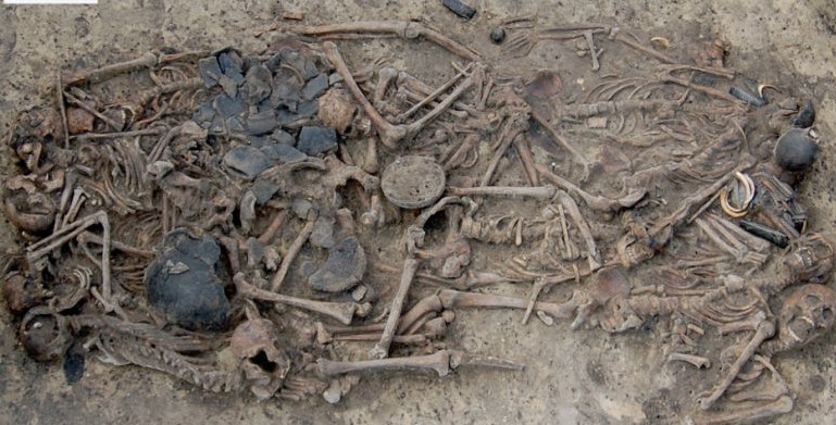 5,000-year-old grave reveals mass murder of Bronze Age family