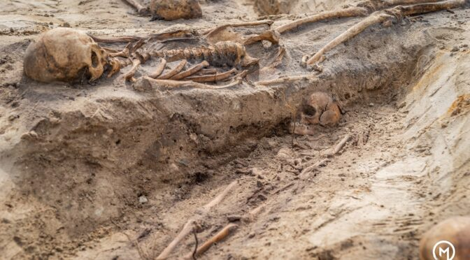 At the site of a new apartment building, a mass burial of 18th century plague victims was discovered.