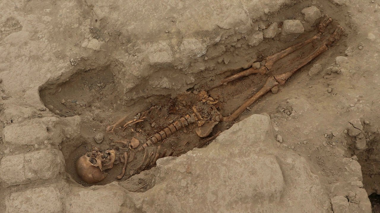 Discovery of ancient Peruvian burial tombs sheds new light on Wari culture
