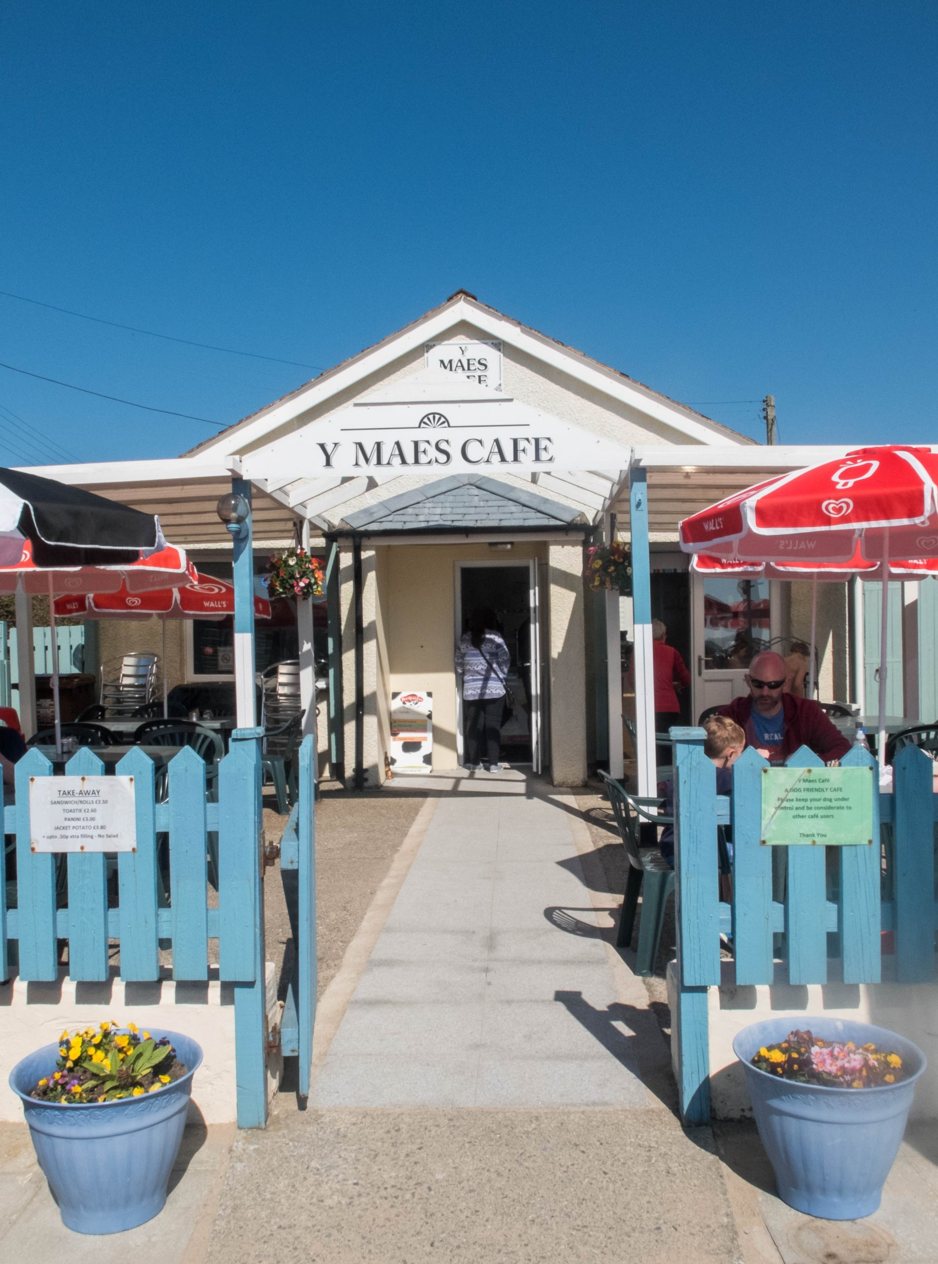 outside view of seating area at the Maes cafe, on Llandanwg beach