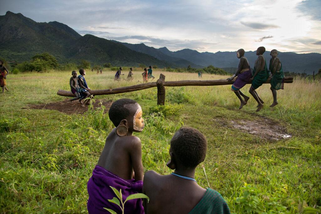 Steve McCurry (1950) fotografa il mondo: una vita in viaggio per documentare le realtà meno agiate 4