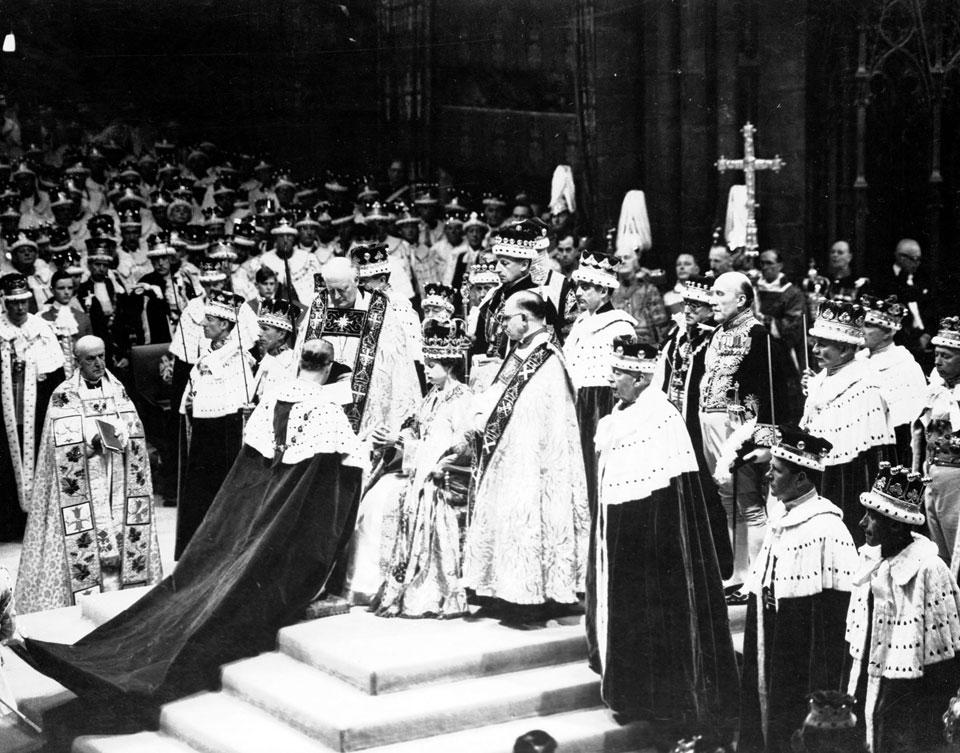 Elisabetta II, una vita che sembra una fiaba 1