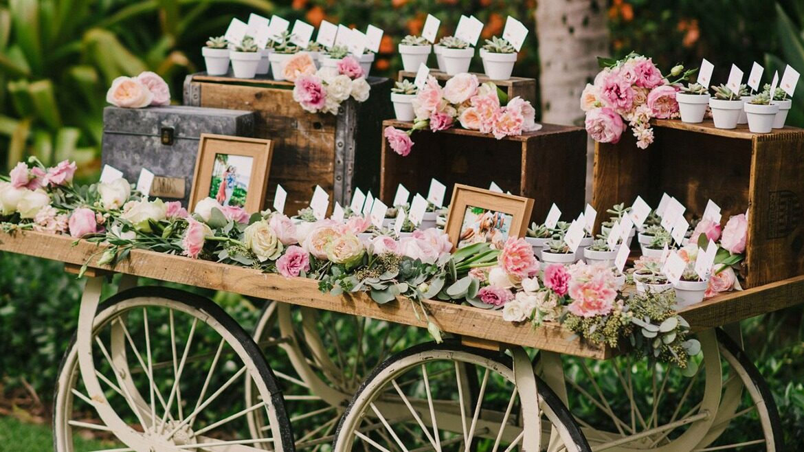 Unique & Traditional Gifts to Give Your Guests as a Momentum of Love!
