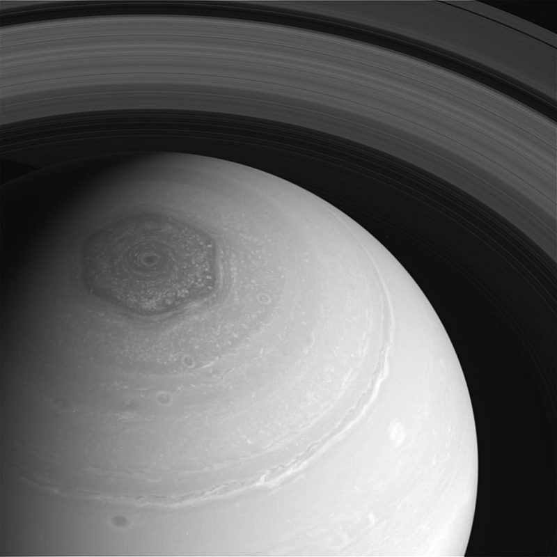 Saturns Hexagon at north pole