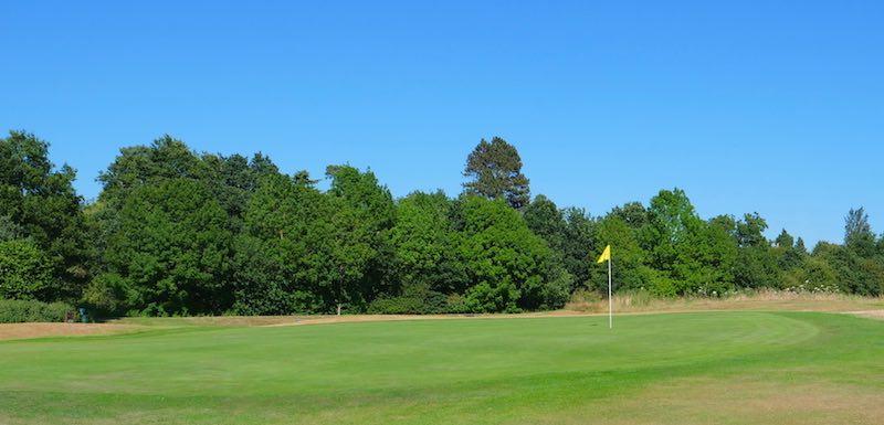 18 Hole Golf Club in Watford, Hertfordshire