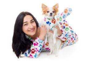 Kajamaz šunų pėdutės: derantys, flisiniai kaklaraiščiai šuneliams