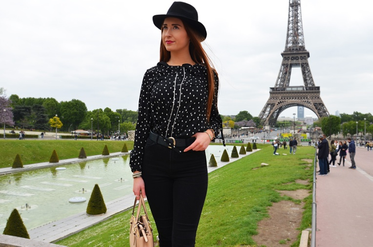 Lèa parisian look