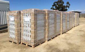 Carga y almacenamiento de bolsas de cultivo de turba de coco