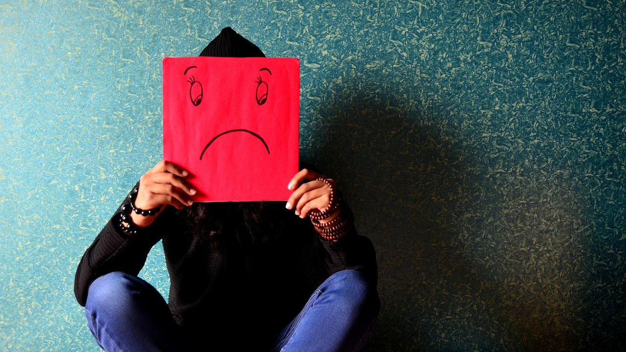 איך להתמודד עם רגשות שליליים